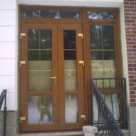 primer-plastikovoj-dveri-16